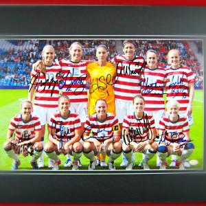 2015-womens-world-champion-USA-national-team-signed-photo